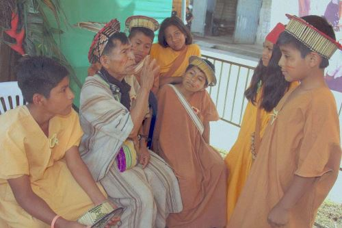 Cuatro millones y medio de peruanos hablan una de las 55 lenguas originarias.
