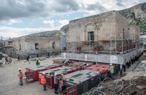 Trabajadores mueven la mezquita