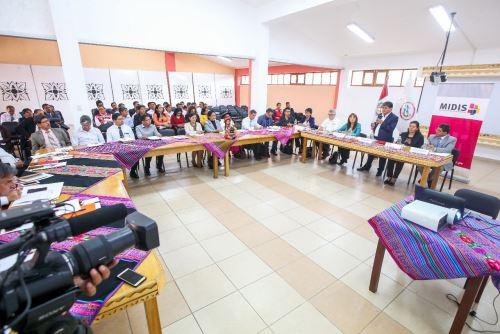 La ministra La Rosa y autoridades de Ayacucho se comprometieron a trabajar estrategias en la lucha activa contra la anemia y la desnutrición crónica infantil.