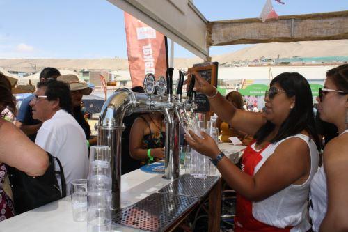 Las cervezas artesanales tuvieron gran demanda durante la feria gastronómica 'Perú, Mucho Gusto' en Ilo.