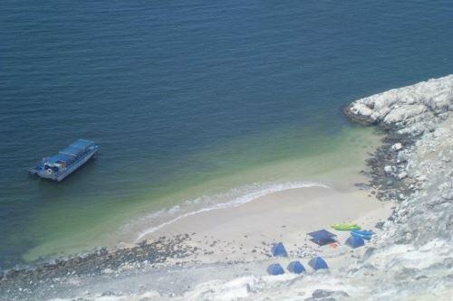 La isla Blanca de Chimbote atesora una paradisíaca playa: Las Conchuelas.