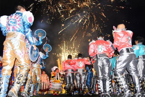 Un ambiente festivo se vivió en estadio Enrique Torres Belón de Puno por la Virgen de la Candelaria.