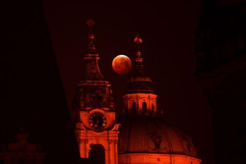 Luna de sangre sobre Praga