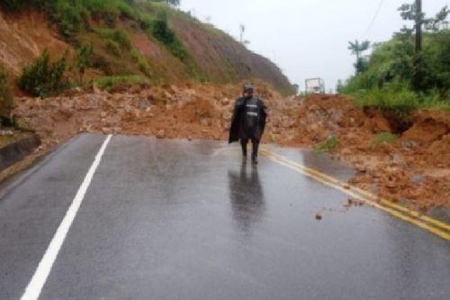 Carretera fue rehabilitada, pero existe una alerta ante posibles nuevos deslizamientos.