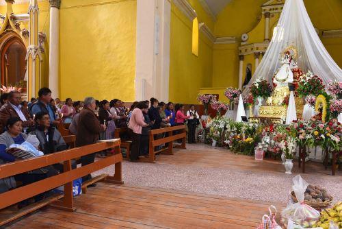 Los cultos en honor a la Virgen de la Candelaria de Puno se iniciaron ayer.