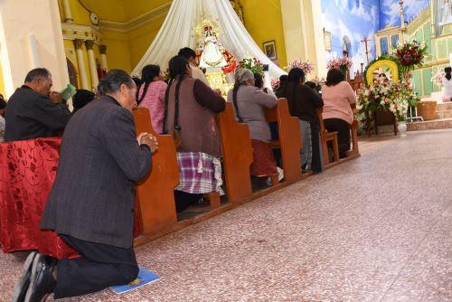 Puneños renuevan su devoción a la Virgen de la Candelaria.