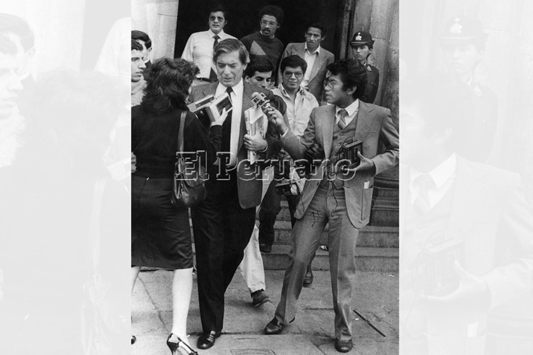 Vargas Llosa como presidente de la comisión investigadora del caso Uchuraccay, Foto: Archivo Histórico del Diario Oficial El Peruano.