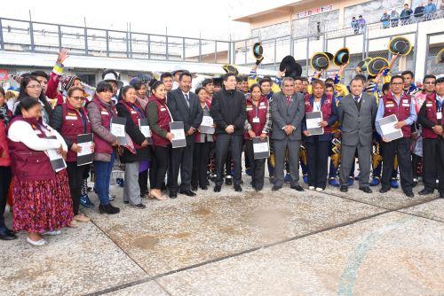 Autoridades del penal de Puno premiaron a los mejores grupos de danzantes.