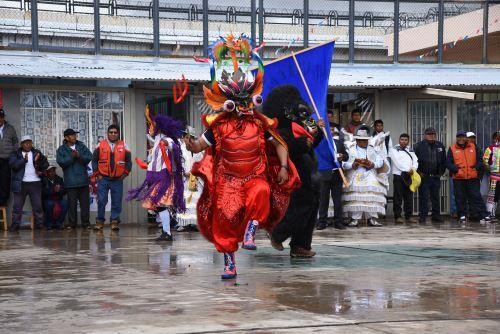 Internos del penal de Puno lucieron trajes originales y disfraces en fiesta en honor a la Virgen de la Candelaria.