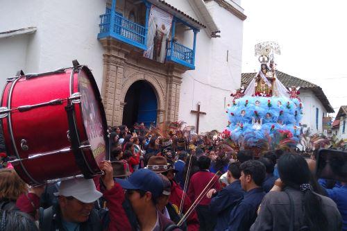 Pobladores y devotos salieron a las calles de Paucartambo para celebrar acontecimiento.