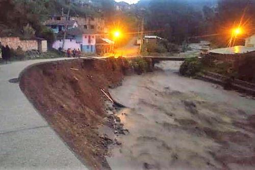 El caudal del río Pomabamba se incrementó a causa de las lluvias intensas que caen en la zona.
