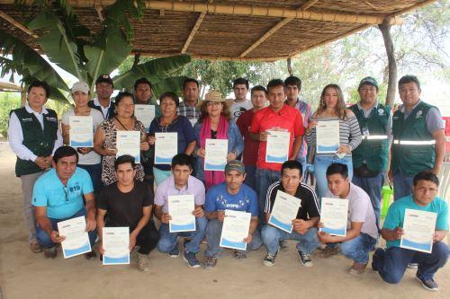 Bananeros de Olmos participaron en escuela de campo dirigida por el Senasa.