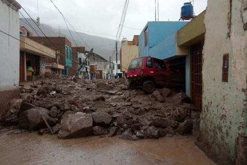 Autoridades de Arequipa se encuentran en Aplao para evaluar los daños ocasionados por el huaico.