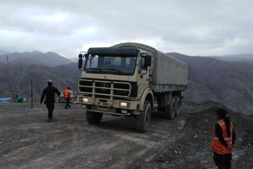 El Ejército ha movilizado camiones y cargadores frontales a las zonas de emergencia en el sur para apoyar las labores de limpieza.