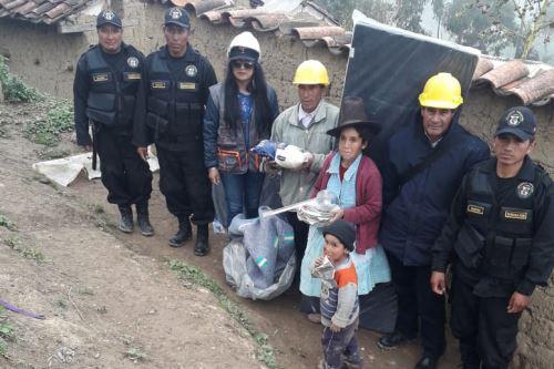 La pobladora María Méndez Rodríguez resultó damnificada por el colapso de su vivienda de material rústico en el distrito de Pira, región Áncash.
