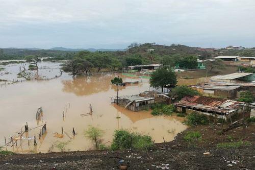 El desborde del río Alamor inundó la parte baja del caserío ubicado en el distrito de Lancones.