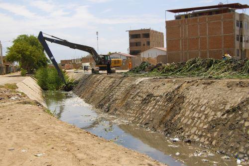 El dren es considerado un punto crítico y su desborde afectaría a decenas de viviendas.