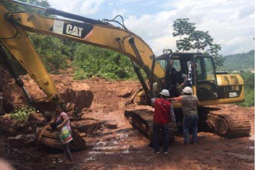 Maquinaria pesada trabaja para reforzar las defensas ribereñas en zonas vulnerables de San Martín.