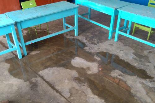 Ambientes de diversos colegios de Ancash resultaron anegados por las lluvias.