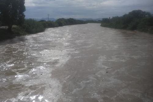 Debido a las intensas lluvias, el caudal del río La Leche ha crecido considerablemente.