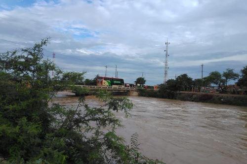 Unas 250 familias de centros poblados ubicados en la parte baja del distrito de Mórrope, en la región Lambayeque, quedaron incomunicadas tras el desborde del río La Leche.