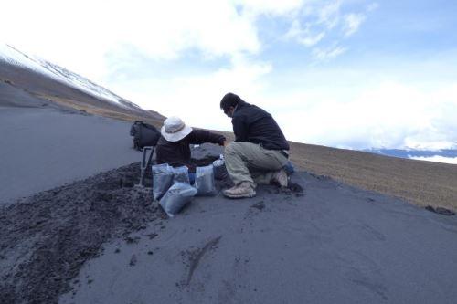 La materia prima para fabricar innovadores adoquines es la ceniza volcánica y en el sur del Perú hay 12 volcanes.