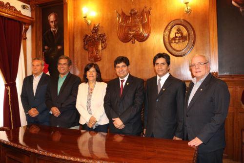 La representante de la Unesco en Perú, Magaly Robalino, sostuvo una reunión con el rector de la Universidad Nacional de San Agustín (UNSA), Rohel Sánchez.
