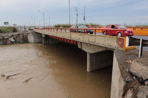 Debido a las lluvias intensas que caen en las partes altas de Áncash, el caudal del río Santa está próximo a alcanzar el nivel de alerta.