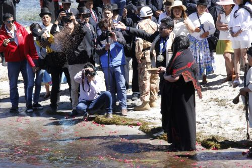 Autoridades y pobladores del distrito de Pomata participaron de ritual.