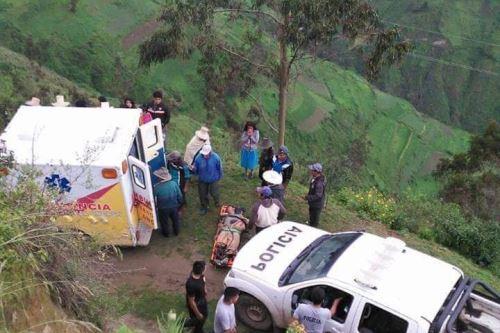 Cuatro docentes heridos dejó la caída de una camioneta a un abismo en el distrito de Pamparomás, provincia de Huaylas, región Áncash.