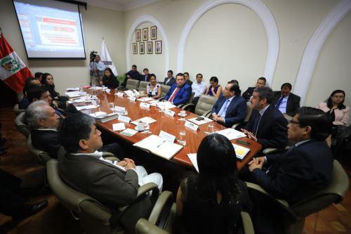 El ministro Zevallos coordinó acciones en materia de derechos humanos con gobernadores regionales.