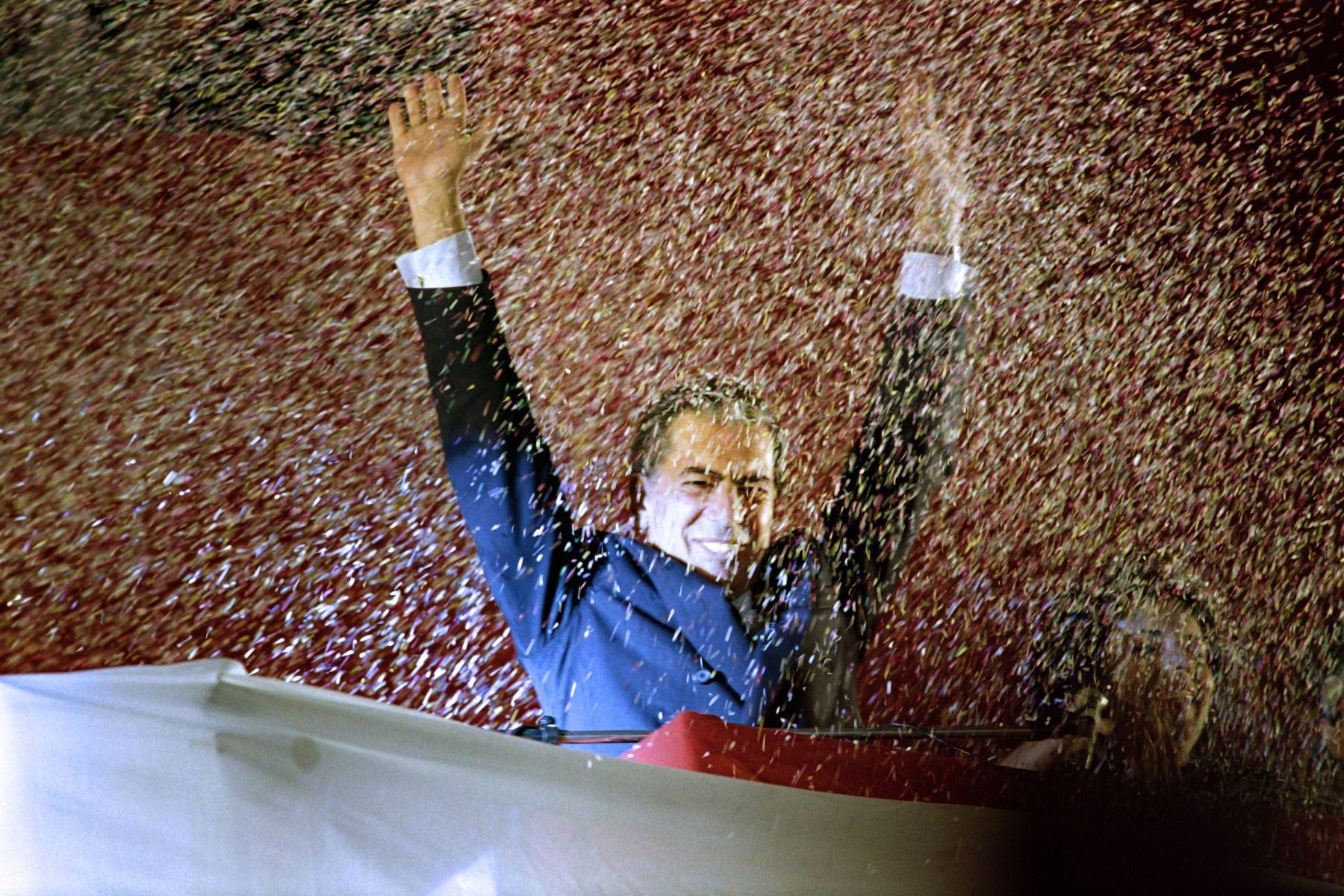 Vargas Llosa en mitin político en 1990, Foto: AFP