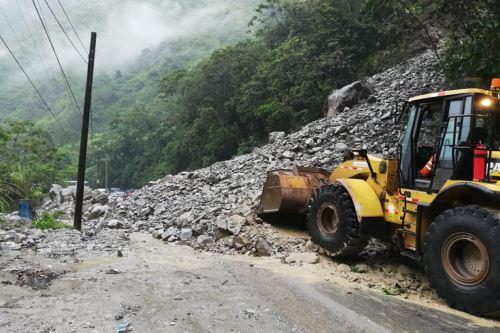 Los deslizamientos y huaicos que se registran en la provincia de Chanchamayo, región Junín, han dejado dos muertos y dos desaparecidos.