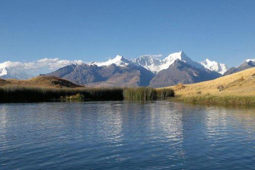 La laguna Wilcacocha está ubicada en la Cordillera Negra, a unos 7 kilómetros de la ciudad de Huaraz.