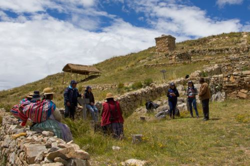 Autoridades y pobladores de Ácora promueven Molloco como atractivo turístico.