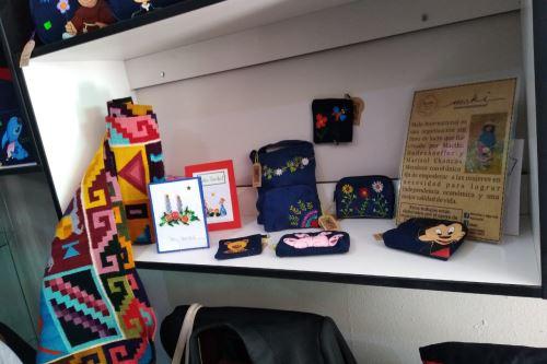 Internos del penal de Ayacucho ofrecerán productos de los seis talleres en los que participan: zapatería, carpintería, confección textil, piedra Huamanga, telares y mantas.