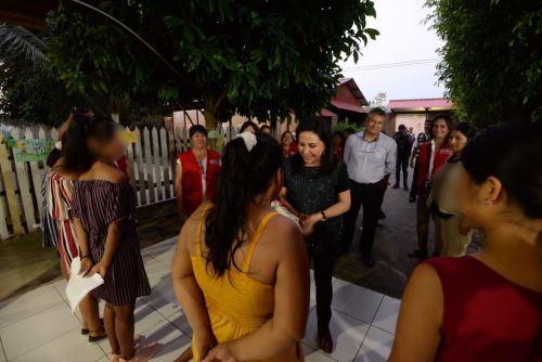 La ministra de la Mujer y Poblaciones Vulnerables, Gloria Montenegro, participó de un compartir con las menores del CAR Básico Peregrina.