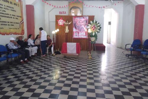 Militantes del Partido Aprista acondicionaron una capilla ardiente en la Casa del Pueblo de Chiclayo para velar simbólicamente el cuerpo de Alan García.