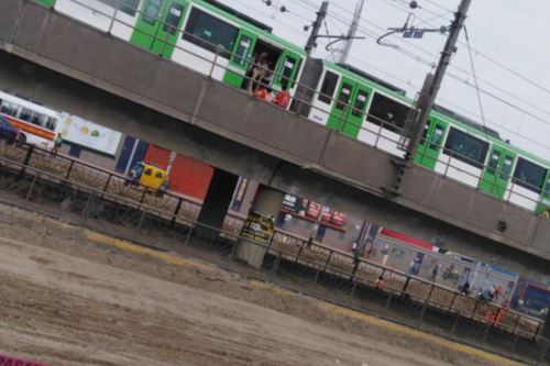 Metro de Lima: detienen el servicio por fallas eléctricas en estación Atocongo