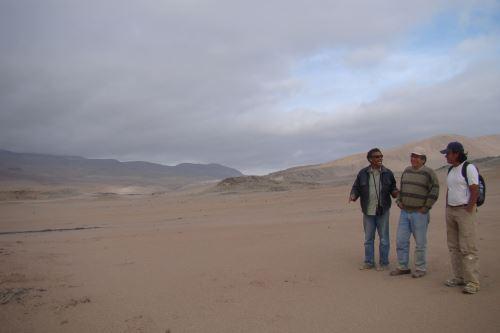 El investigador y colector Mario Urbina asegura que conoce cada piedra del desierto de Ocucaje, en la región Ica.