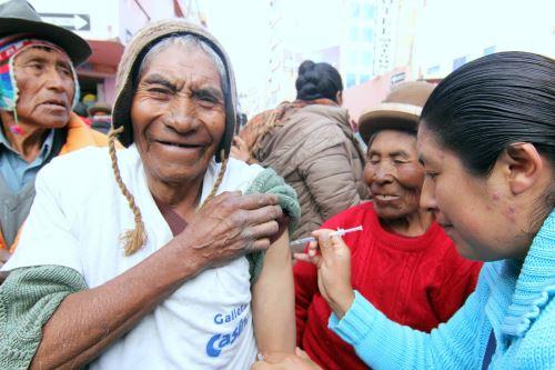 De enero a marzo fueron vacunados contra el neumococo 78,167 usuarios y usuarias del programa Pensión 65.