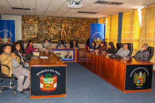 Autoridades de las municipalidades de Huaraz, Jangas, Taricá y Olleros suman esfuerzos para concretar la construcción de la planta de tratamiento de residuos sólidos en la capital ancashina.