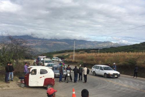 Las obras de rehabilitación temporal permiten el paso de vehículos livianos en la vía afectada por el sismo.