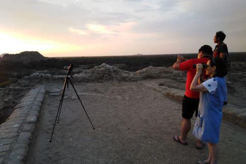 Los turistas que participen en la Ruta de La Miel, en el Santuario Histórico Bosque de Pómac, pueden observar el impresionante atardecer.