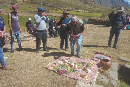 Con ceremonias de pago a la tierra, comunidades campesinas de Áncash revaloraron las costumbres y tradiciones ancestrales.