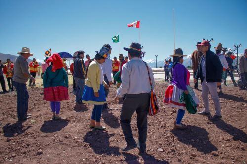 Pobladores de la comunidad campesina 24 de Junio de Áncash celebraron el Día del Campesino a ritmo de huaino.