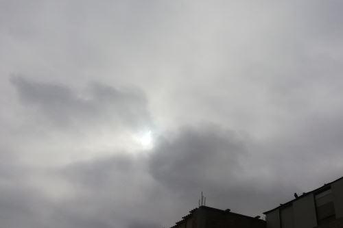 Pobladores de Chimbote y Huaraz no pudieron apreciar con claridad el eclipse parcial solar.