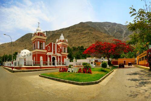 Así luce la plaza de Lunahuaná, en la provincia limeña de Cañete, para recibir a los deportistas de os Juegos Panamericanos 2019.