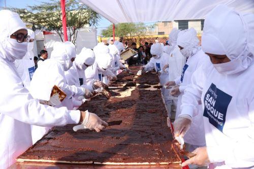 Menos de dos horas bastaron para preparar king kong gigante de 350 kilos en la ciudad de Lambayeque.