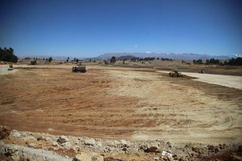 Las obras en el Aeropuerto Internacional de Chinchero (AICC) comprenden actualmente el movimiento de tierras.